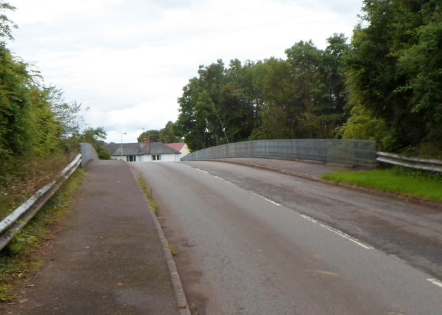 Road from Penpergwm to The Bryn crosses the A40