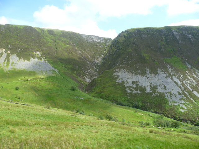 Looking towards  Nant y Gwnfa