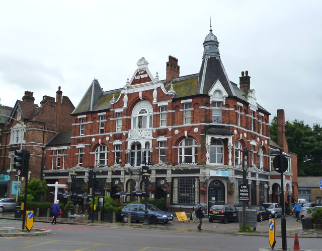 Herne Hill:  The 'Half Moon'