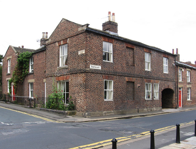 Horbury - house at junction of Tithe Barn Street and Northgate