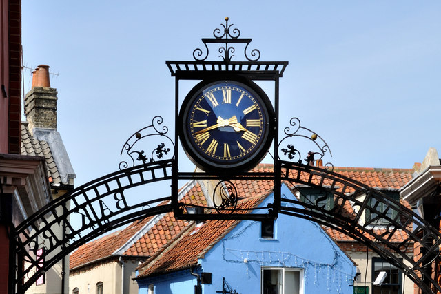 Millennium Commemorative Clock and archway - Larners and Bakers - Holt