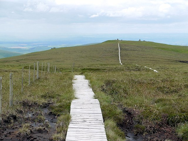 Bleached board-walk south-east of Auchope Cairn