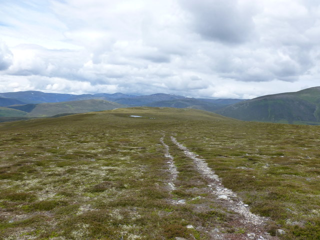 Track between Carn na Drochaide and Carn na Criche