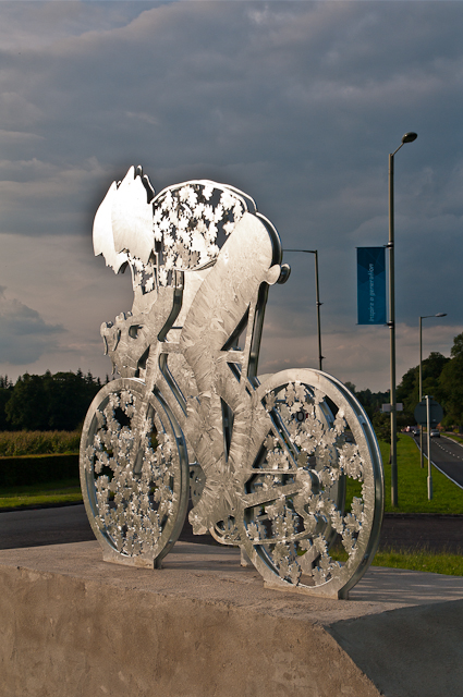 Pixham End Roundabout cycling statue