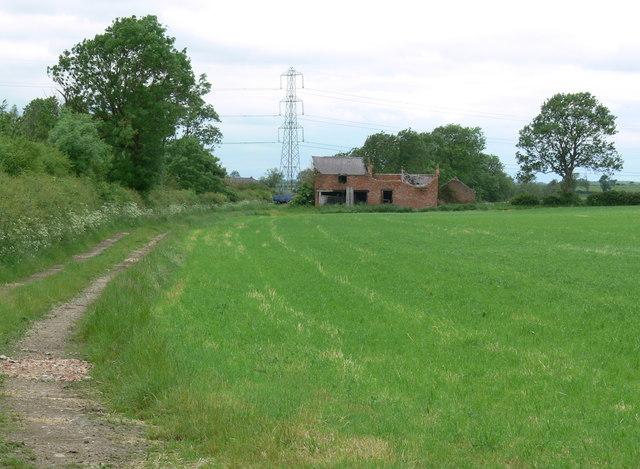 Ruined barn near Drumwalt