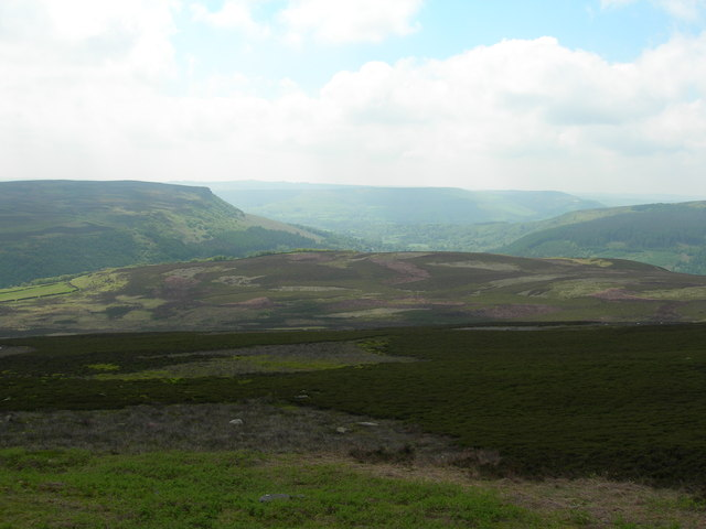 View south down Derwent Moor towards Ladybower Tor