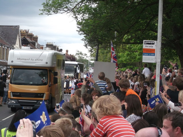 The Kiss and crowds, Whitstable Road