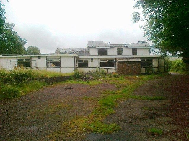 Tudor Inn, awaiting demolition