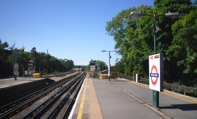 Metropolitan Line, Moor Park Station