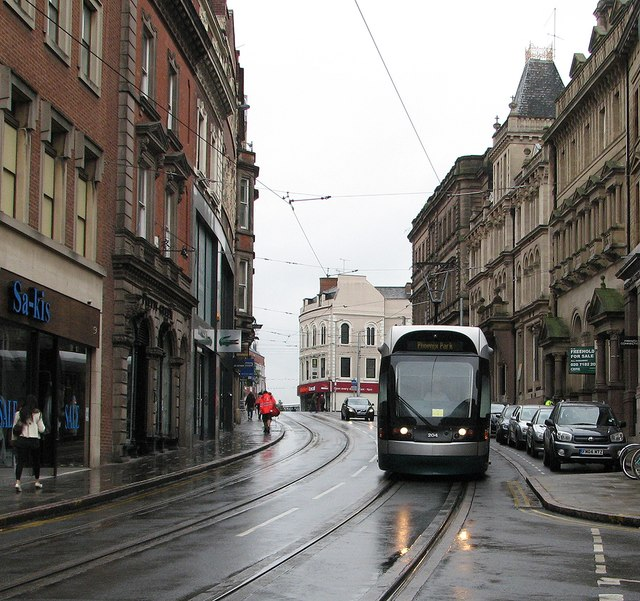 A wet morning in Victoria Street
