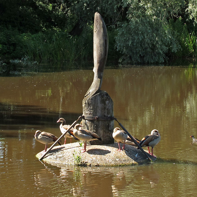 Geese on the sculpture