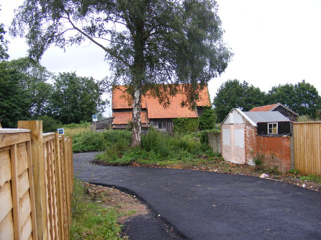 Barn off the B1078 High Street