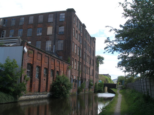 Approaching Wellington Mill Bridge