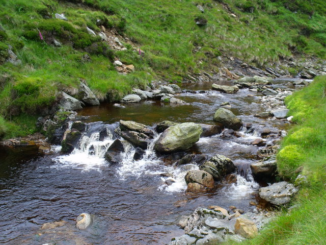 Bedrock 'dam' in Burn of Duskintry near Glen Lethnot