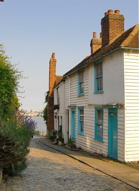 Weather-boarded cottages in Upnor High Street