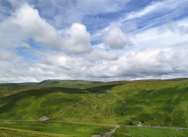 Yearney Knowe and Kerrcleuch Rig from Herman Law