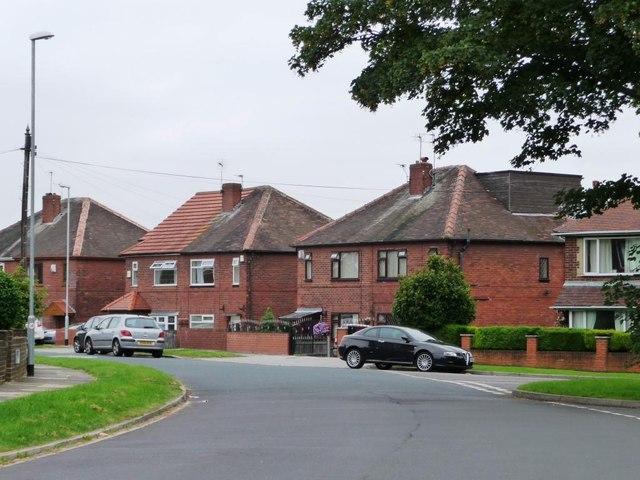 Extended semis, Kelmscott Lane, Manston