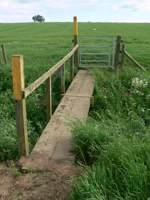 Footbridge along the Leicestershire Round Footpath