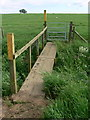 SK6916 : Footbridge along the Leicestershire Round Footpath by Mat Fascione