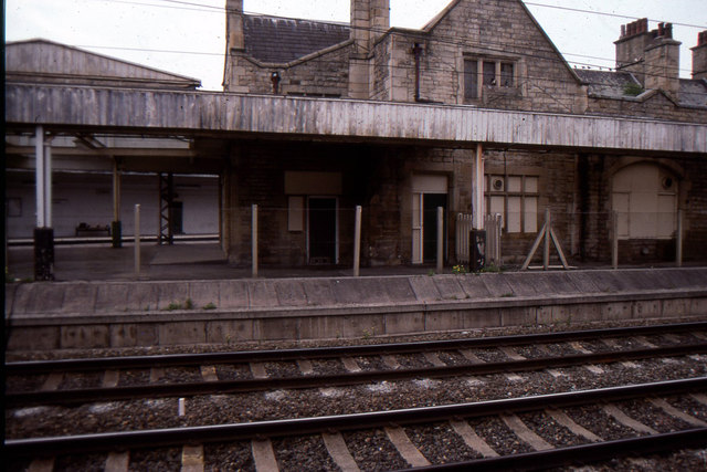 Carnforth station: disused main line platforms