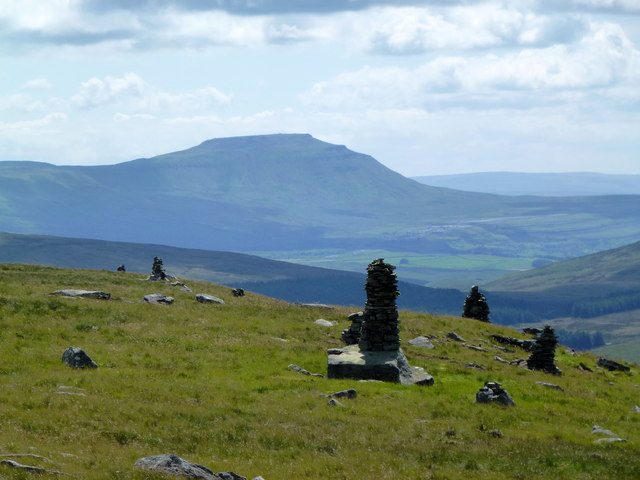 Cairns on Pikes Edge