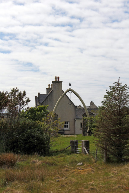 Whalebone arch Lakefield House by A858 Bragar