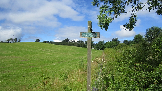 Footpath sign, Duncrieve