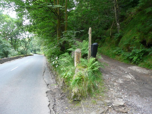 Guide stone on the old road from Heptonstall village to New Bridge