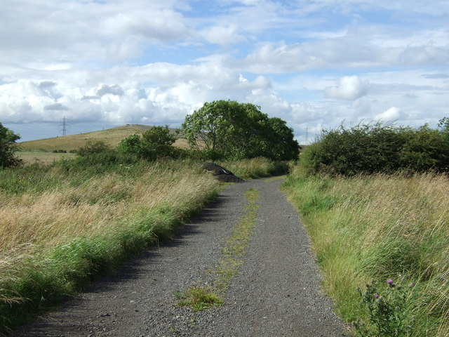 Farm road (footpath) running north from West Holywell