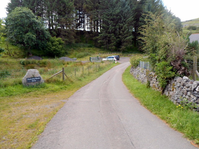 Road from Penderyn reaches Pantcefnffordd Farm