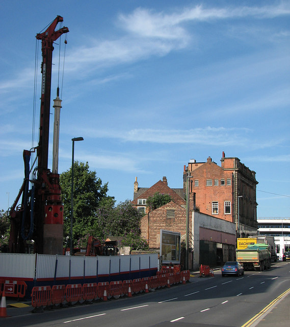 Queen's Road: piling for the tramway bridge