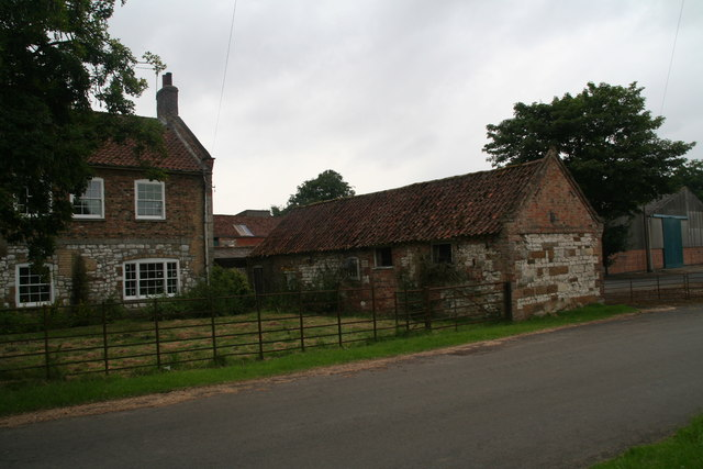 House and old building by North Farm, Wold Newton