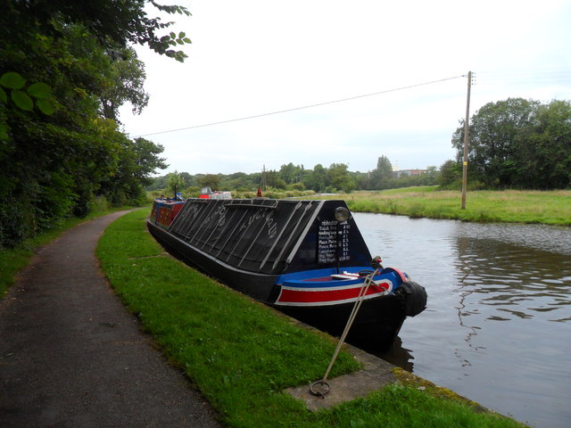 Working Narrow Boat Hadar moored opposite the Wedgwood Factory at Barlaston