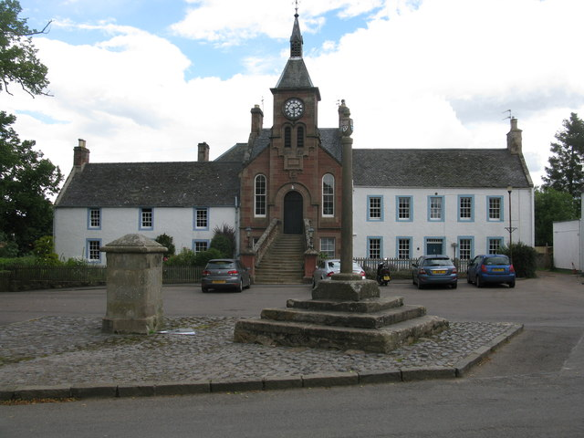 Gifford: The Mercat Cross, the Wellhead and the Townhall