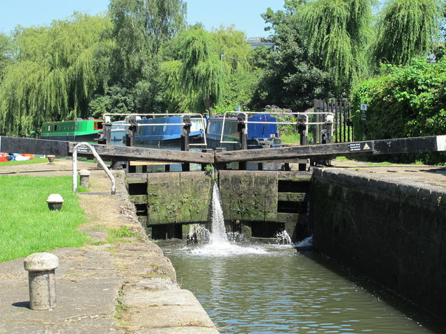 Home Park lock (no.70) on the Grand Union Canal (3)