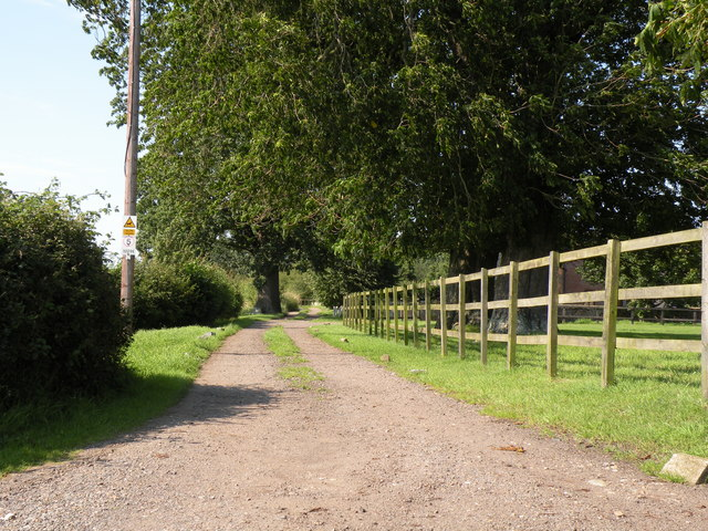 Restricted bridleway by Lime Kiln Farm