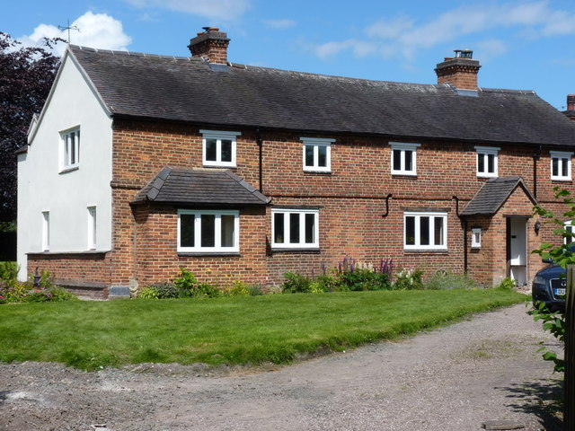 Cottages at Bromstead Common