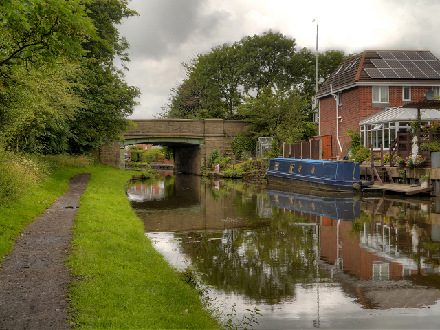 Leeds and Liverpool Canal, Feniscowles