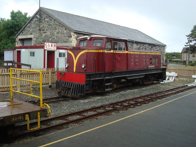 """Castell Caernarfon"" at Dinas Station"