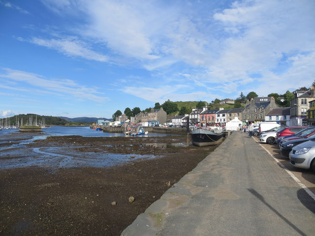 Quayside Tarbert at low tide