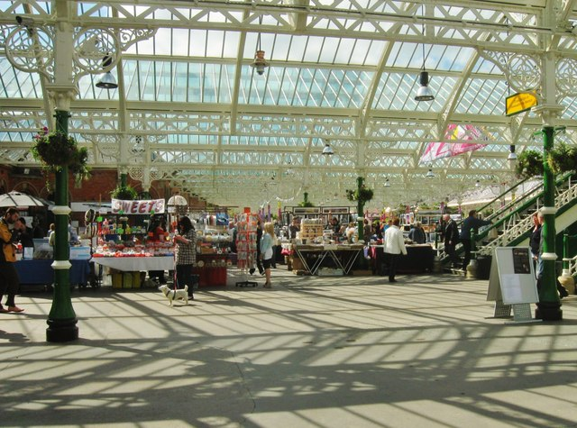 Sunday Market in Tynemouth Station