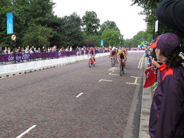 Olympics women's triathlon Hyde Park - cycling