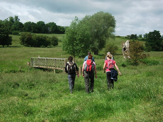 Walking towards the footbridge over the River Stowe, Southam