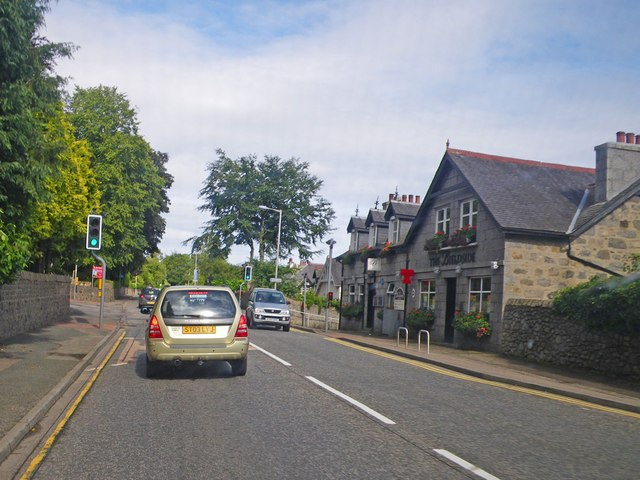 Scene along the North Deeside Road in Bieldside