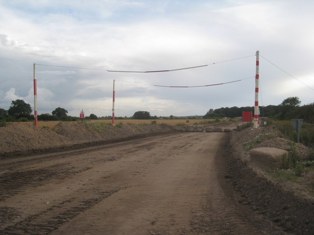 Roadway between sandpits, Finningley Quarry