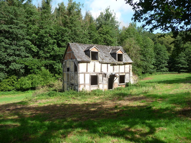 Ruined cottage near the Pentaloe Brook