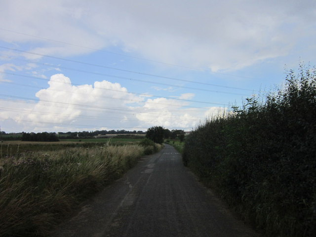 Lunnfields Lane towards Fairburn