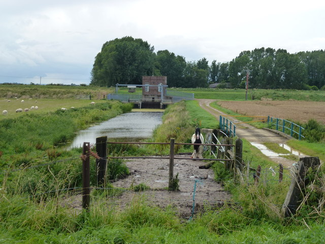 Track to a pumping station on the River Welland