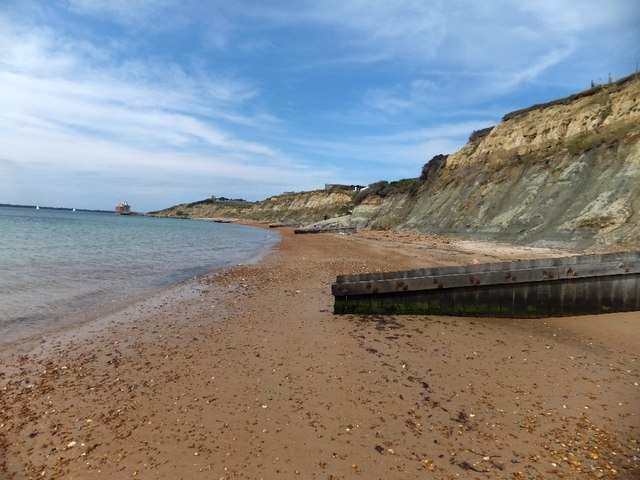 Beach and groynes south of Brambles Chine