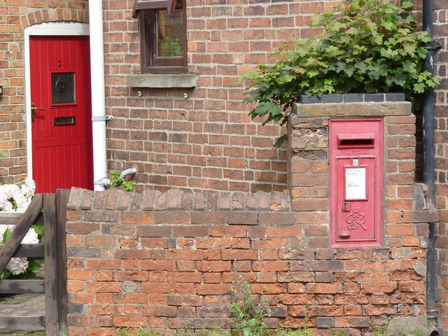 Collingham South End postbox (ref. NG23 33)